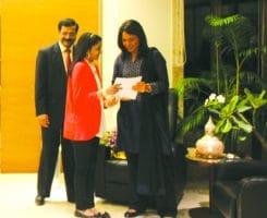 Ms. Vedica Podar presenting a copy of Eduspace Newsletter to US Congresswoman Ms. Tulsi Gabbard, at Podar House in presence of Mr. Rajiv Podar