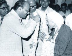 Mr. Kantikumar Podar welcoming Mother Terresa, Noble Prize recepient at Podar Deaf and Dumb Institute, Jaipur