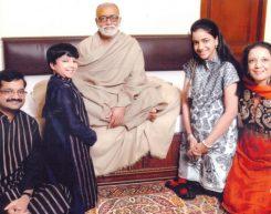 Holy Saint Shri Morari Bapu with Mr. Rajiv Podar and family at Podar House, Bombay