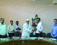 Mr. Rajiv Podar welcomed by Mr. Balasaheb D. Wagh - President, K.K. Wagh Education Society at The Wagh Institute, Nasik.